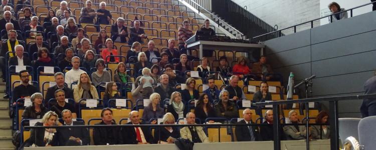 Tribühne mit Prominenz bei der Ehrenamtmesse Ravensburg