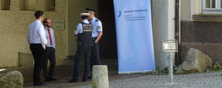 Polizei vor Vinzenz von Paul Hospital in Rottweil