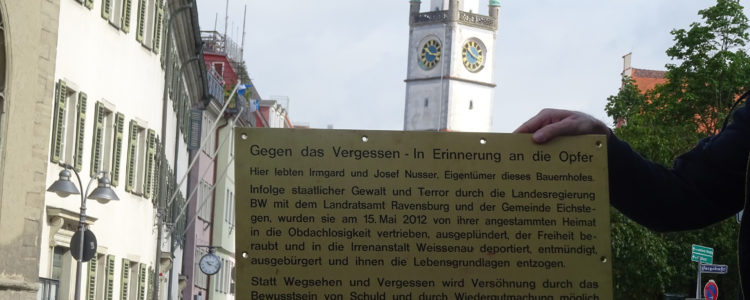Mahntafel vor dem Landgericht Ravensburg