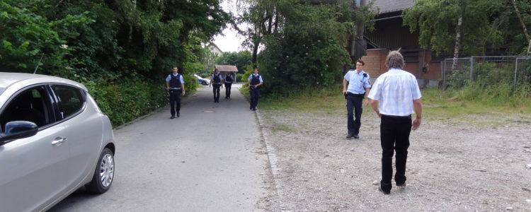 Polizei mit Pistolen