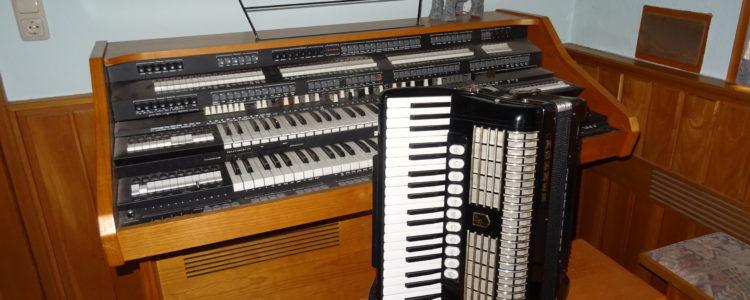Orgel und Akkordeon