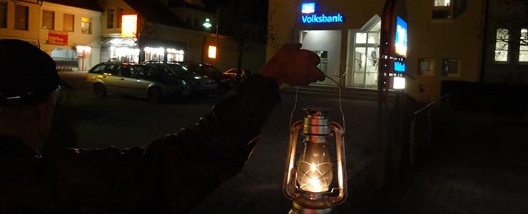 Lampe vor der Volksbank Altshausen