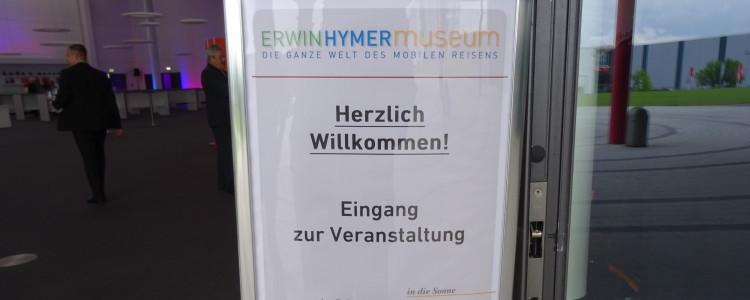 Das Begrüßungsplakat des Hymer-Museums