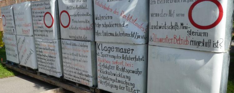 Klagemauer in Kappel - leere Container